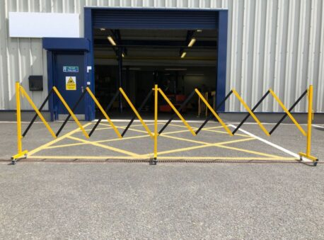 expanding-safety-barrier-4.9m